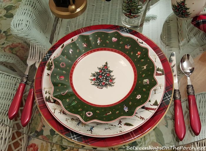 Christmas Table Setting with Villeroy & Boch Toy's Delight, David Carter Brown Christmas Valley & Tartan Chargers