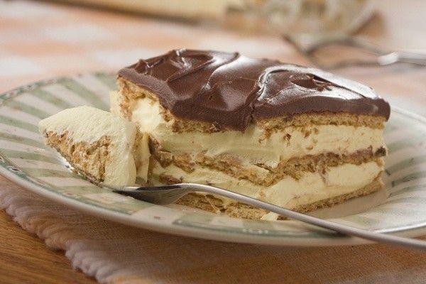 Nem lehet elrontani, mert olyan kevés hozzávalóból készül!  Hozzávalók: 350-500 dkg keksz 2 csomag vaníliás puding 8 dl tej 20 dkg cukor 2-3...