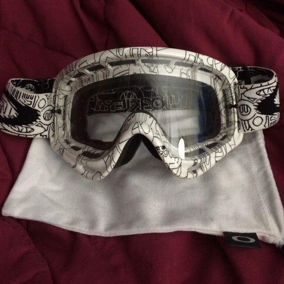 Dope Oakley snowboarding goggles White and black snowboarding goggles, comes with carrying sack. Oakley Accessories Sunglasses