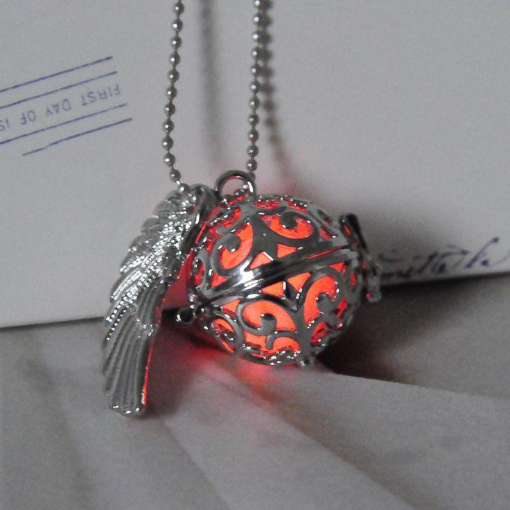 1 necklace&3 Luminous Beads Glow in the Dark luminous Pendant Necklace Set Locket Hollow Angel Wing Glow Jewelry Men Women
