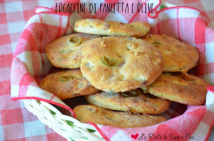Focaccine di Pancetta e Olive
