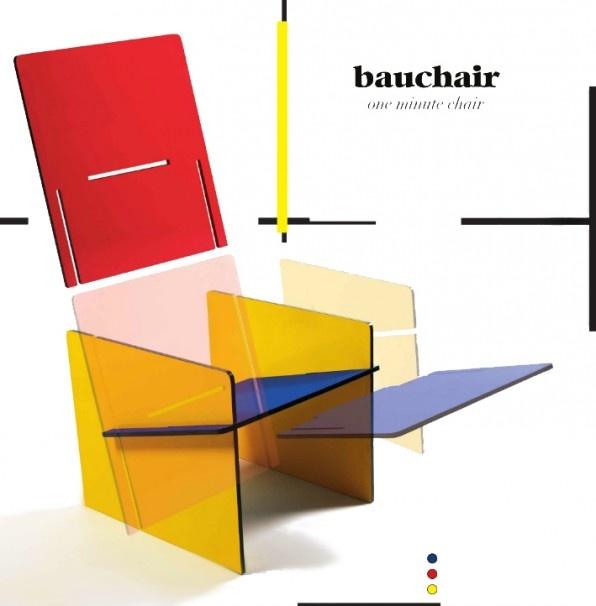 Bau-chair multicolor. De 1 minute stoel in Rietveld - Mondriaan kleuren. Het ziet eruit als een stuk speelgoed en is in plaats daarvan met zijn 4 MDF gelakte planken in primaire kleuren een echte Bauhaus iconchair binnen de wereld van design te noemen.