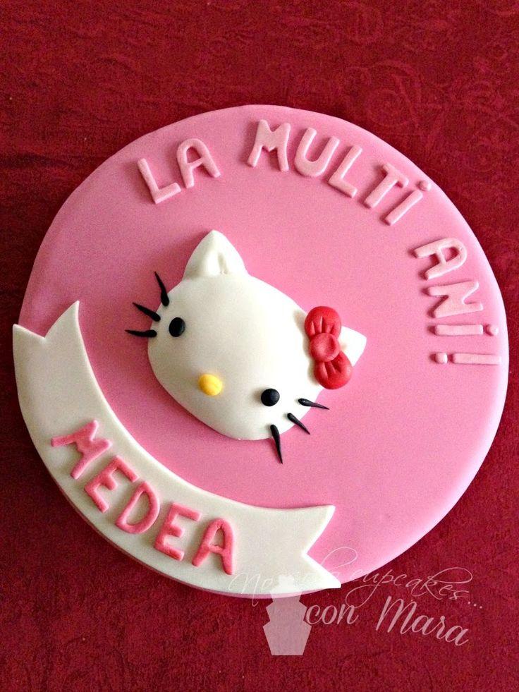 Hola, que tal?         Hoy os traigo el paso a paso para decorar una tarta redonda con fondant, en éste caso la decoración es de Hello Kitt...