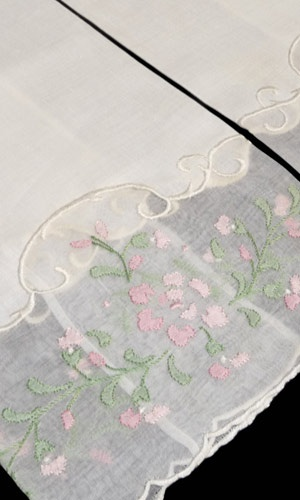 Pair of Vintage linen and organdy madeira guest towels, 1950- 60's.
