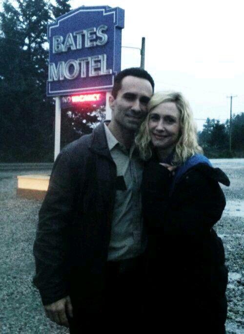 Nestor Carbonell and Vera Farmiga BTS Bates Motel / Romero and Norma / Normero