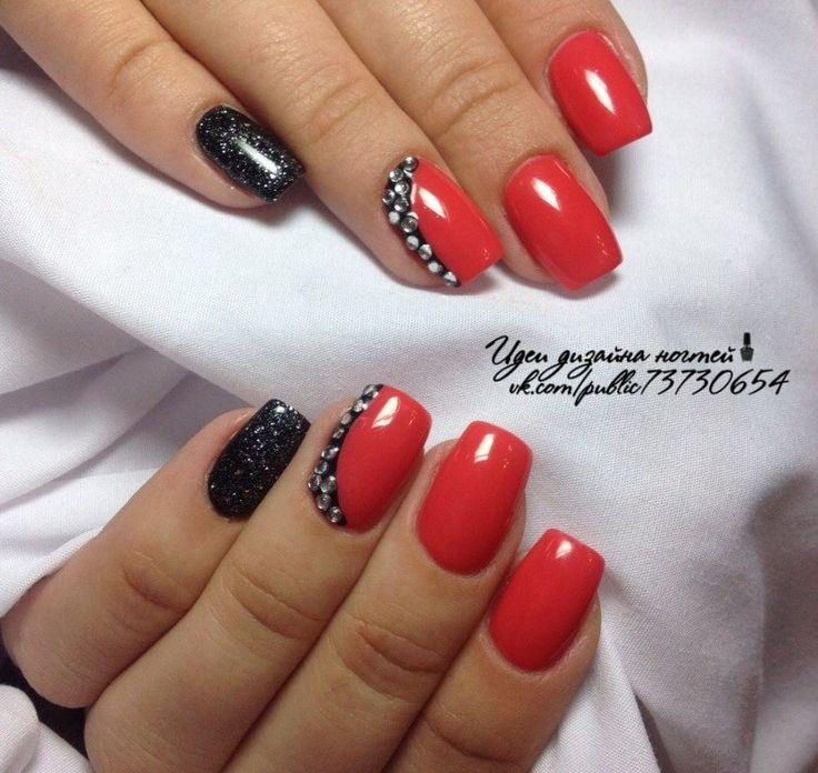 Дизайн ногтей с камнями красный