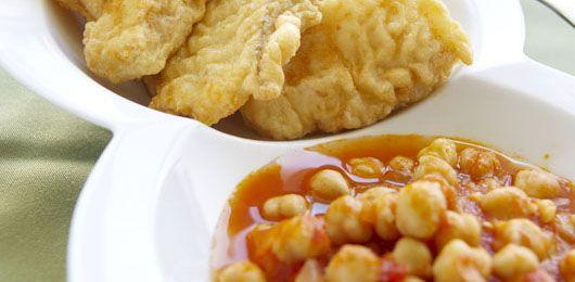 Bacalhau panado com caldeirada de grão - Fique a conhecer todas as receitas tradicionais portuguesas em: www.asenhoradomonte.com