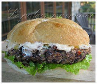 Le palais gourmand: Burgers épicés aux haricots noir avec mayonnaise chipotle