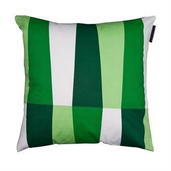 Helgum ist ein wunderbarer Kissenbezug in intensiven, grünen Farbtönen, der von der aufstrebenden, schwedischen Designerin Sofie Sjöström stammt. Für diesen Kissenbezug benötigen Sie ein Innenkissen mit den Maßen 45 x 45cm, da der Bezug beim ersten Waschvorgang bis zu 3% einlaufen kann.
