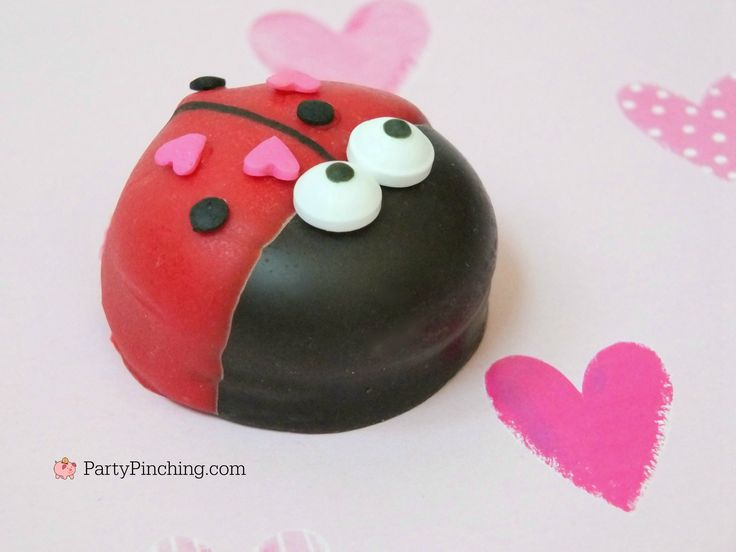 love bug marshmallow cookies, cute cookies for Valentine's Day, DIY Valentine's Day treat dessert, easy Valentine's Day dessert recipes, cute food, fun food for kids, easy Valentine's Day desserts, mallomars, ladybug cookies