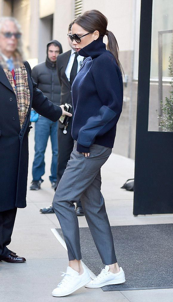 » ヴィクトリア・ベッカム、大人カジュアル『白スニーカー』 #アディダス #髪型 #ポニーテール | 海外セレブ&セレブキッズの最新画像・私服ファッション・ゴシップ | Jinclude