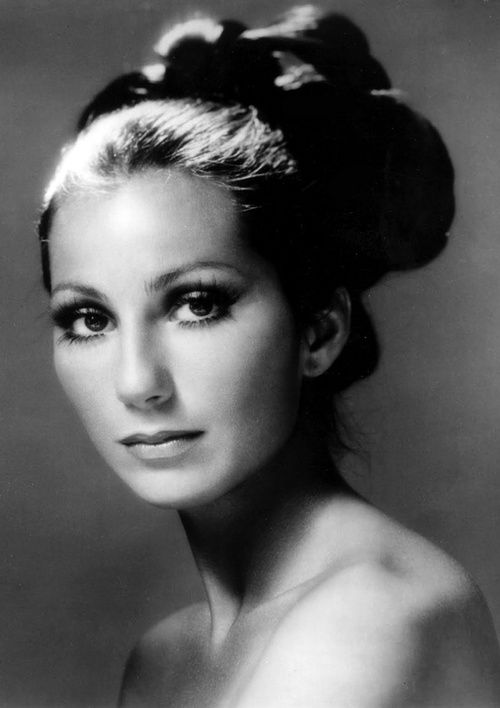 Cher 1975.  Born 1946.  Started as a songer with Sonny Bono which she was married to.
