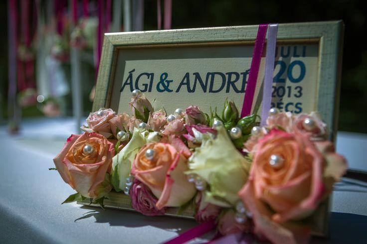 Ági és André esküvőjén - polgári esketés, asztaldekoráció