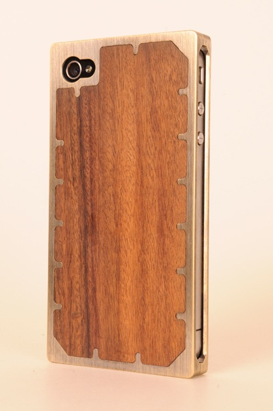 brass and wood iphone case.: Brass Wood, Iphone Cases Wood, Wood Cases, Wooden Cases, Phones Cases, Iphone Covers, Iphone 4 Cases, Wood Iphone Cases, Wood Phones