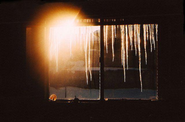 Некоторые художники изображают солнце желтым пятном, другие же превращают желтое пятно в солнце.  (Пабло Пикассо)