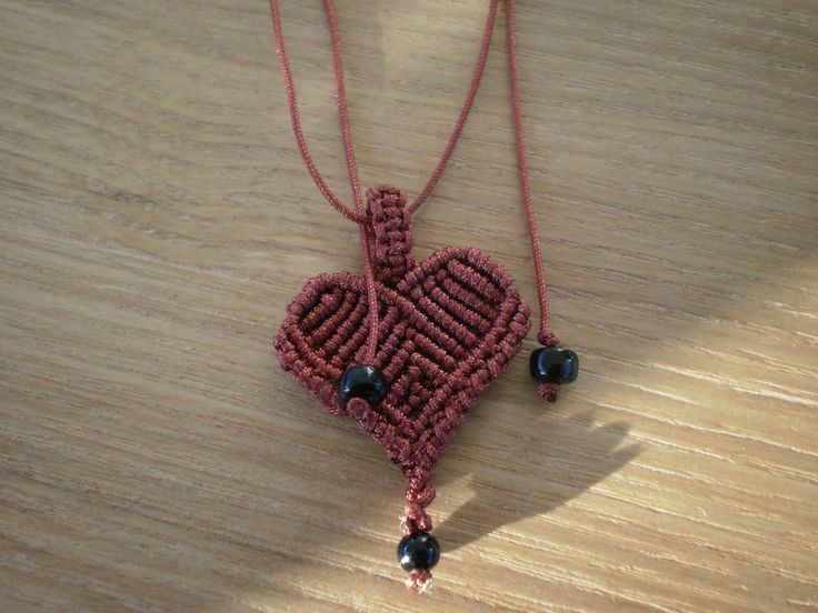 macrame necklace. Red heart.