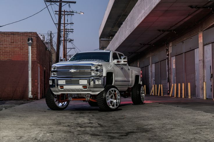 Chevrolet 2500 HD   SF010 26X16   Photos by Dale Martin – SPECIALTY FORGED WHEELS