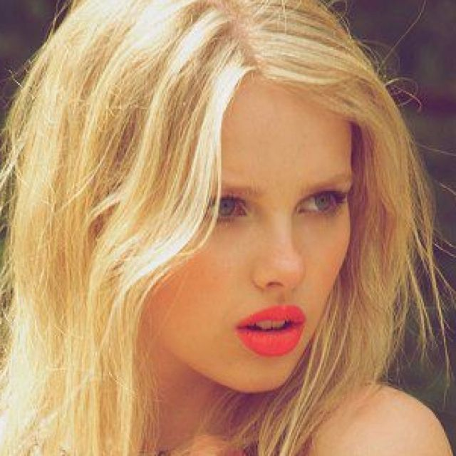 Lips: Blonde Model, Coral Lips, Cat Eye, Makeup Tricks, Red Lipsticks Blondes Hair, Blondes Hair Lipsticks, Wigs, Bright Lips, Lips Colors