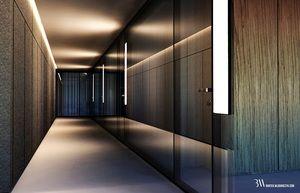 Projekt holu w biurze ze ścianą z czarnego granitu i szklaną ścianą systemową. www.bartekwlodarczyk.com