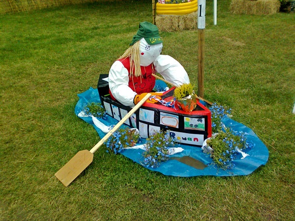 #Olympic #rowing #scarecrow at #Hampton #Court #Flower #Show