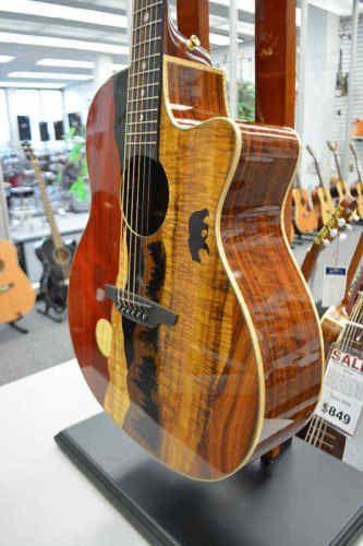 373ccc4bb35 Details about Luna Vista Bear A/E - Gloss Natural w/Case | Guitars ...