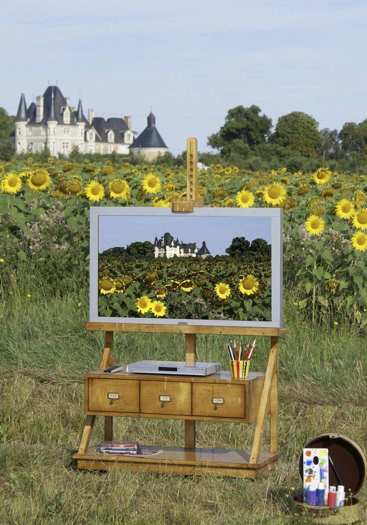 Meuble-chevalet en bois massif pour télévision à écran plat, sur roulettes, avec un support en bois pour écran plat, 1 tiroir contenant deux séparation et un plateau bas.
