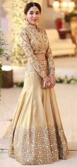 se sari est très joli trop bien pour les mariages et les fetes