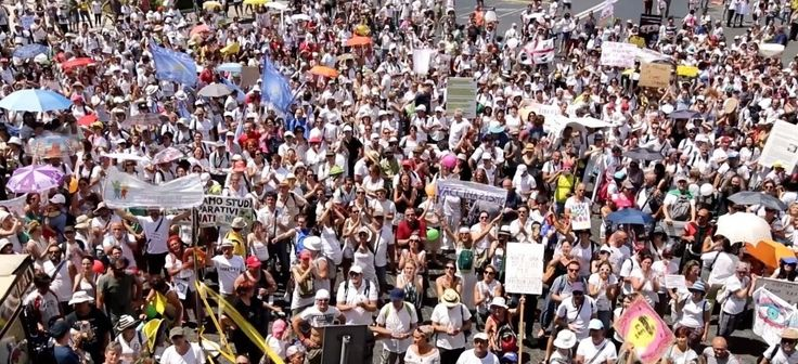 Les rues des grandes villes de tout le pays sont bourrées de monde, alors que les médias traditionnels continuent de taire l'ampleur des événements En France, on attend quoi pour se bouger ?