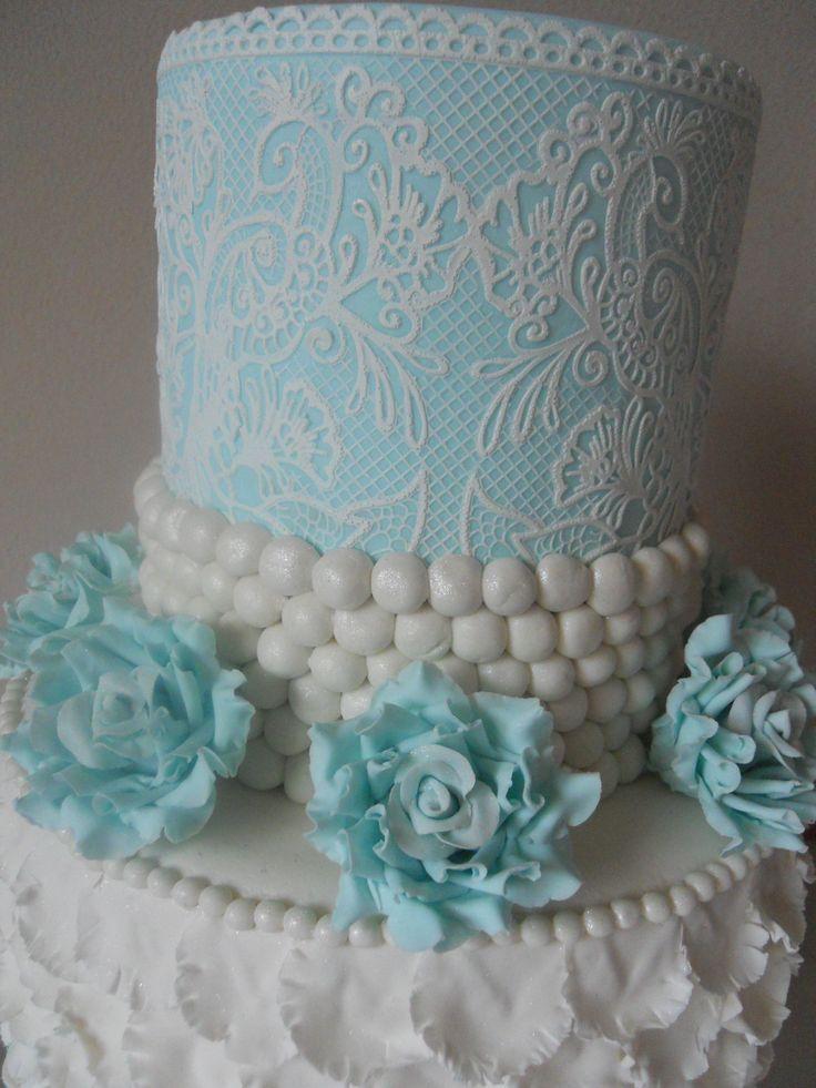 Weddingcake with Cake Lace & Blue gumpaste Roses
