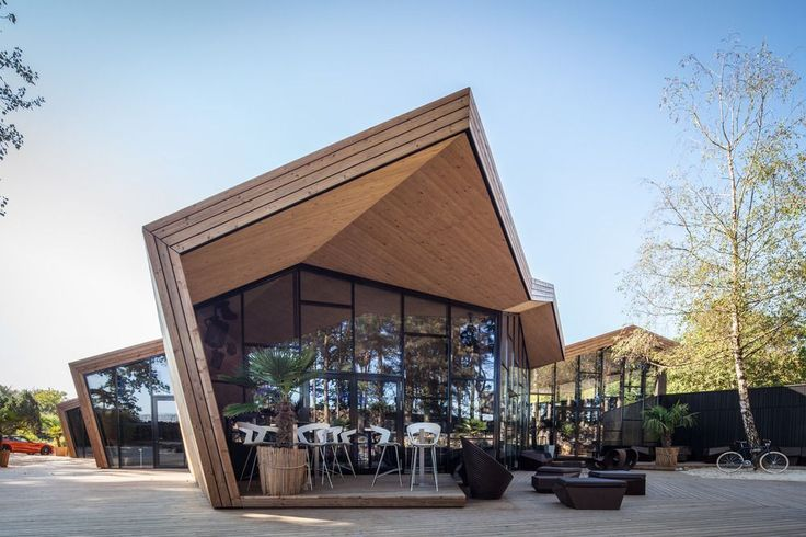 Inspired by the Japanese art of origami, the Boos Beach Club Restaurant in Bridel, Luxembourg grabs attention instantly.
