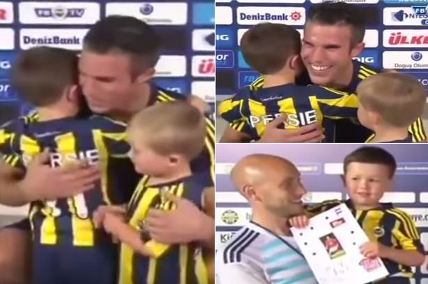 WATCH: Robin van Persie meets young United fan Louis Diamond who was reduced to tears by news he was leaving - Manchester Evening News