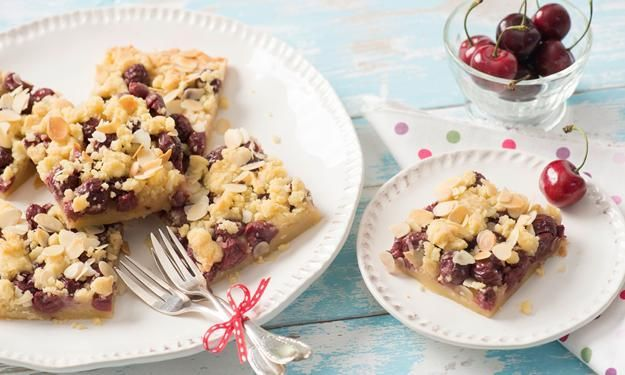 Cherry crumble cake recipe (use Google translate to read the recipe in English)