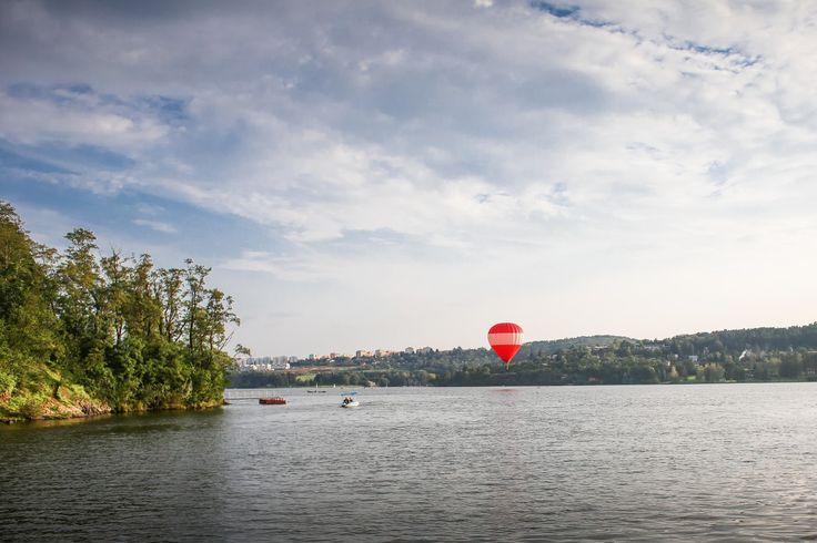 Free image: Hot Air Balloon over Lake
