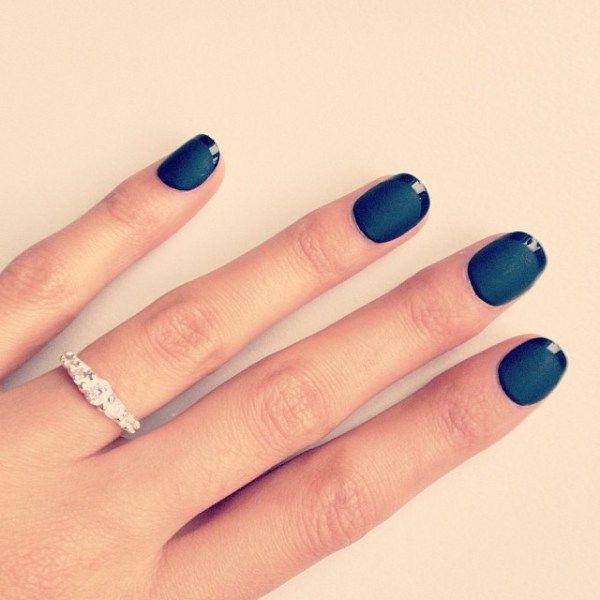 Je zou niet zeggen dat het kunstnagels zijn. ;) L'oreal nails a porter flex nails. Ik gebruikte wel gewone nagellijm want ik ben nog niet helemaal overtuigd van de sticketjes waarmee je deze nagels bevestigt.
