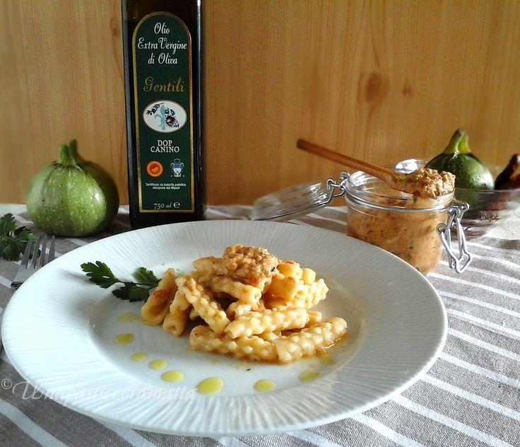 Mimose fatte a mano con pesto di pomodori secchi e zucchine. #ricetta di @https://it.pinterest.com/27febo11/