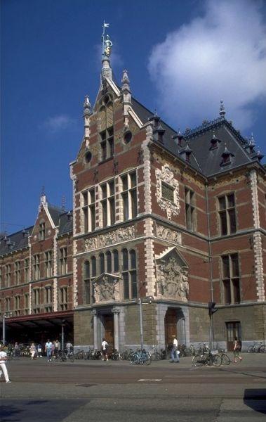 Centraal Station, Stationsplein 9