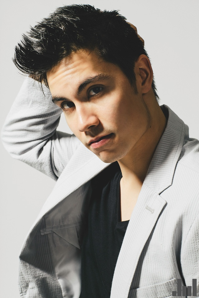 Sam tsui should be a professional singer like kesha, pitbull, and them.