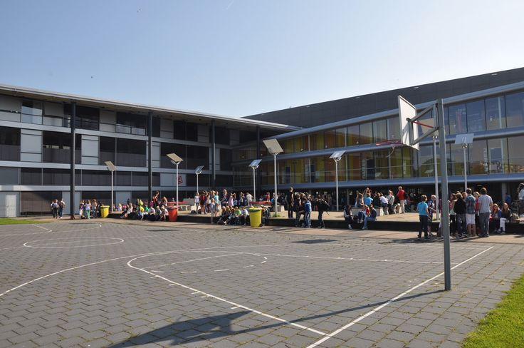 Deze school is heel strak en heel modern!