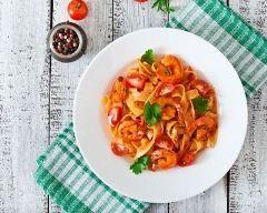 tagliatelles aux crevettes épicées : http://www.cuisineaz.com/recettes/tagliatelles-aux-crevettes-epicees-83018.aspx