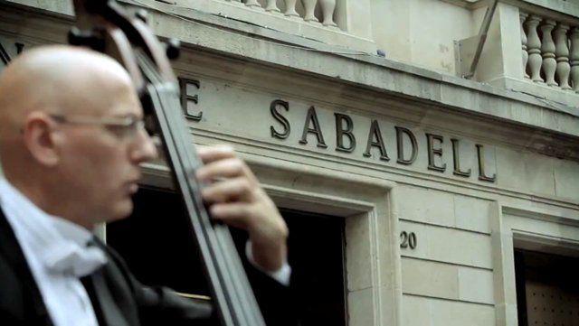 """Assistent de producció en el rodatge de la FlashMob de la campanya """"Som Sabadell"""" del Banc de Sabadell. Més de 140 persones van participar en aquest projecte, entre les quals hi havia membres de la Orquestra Simfònica del Vallès, dels cors Lieder i Amics de l'Òpera i de la Coral Belles Arts. El vídeo, realitzat per l'equip de la productora audiovisual Onidea (http://on-idea.com/) i conceptualitzat per Remake Comunicació, ..."""