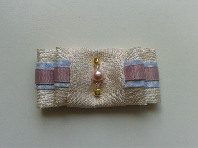 Pastel bow brooch.