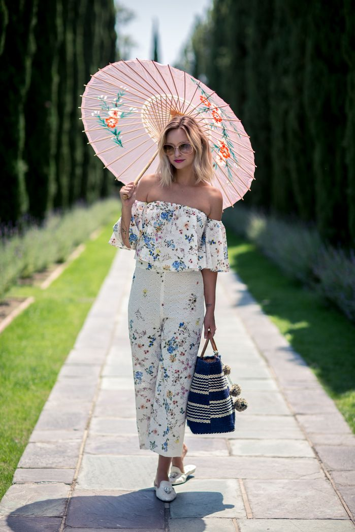 Browse 20 picture-perfect picnic outfit ideas at @stylecaster | 'Late Afternoon' blogger in floral off-the-shoulder jumper with parasol