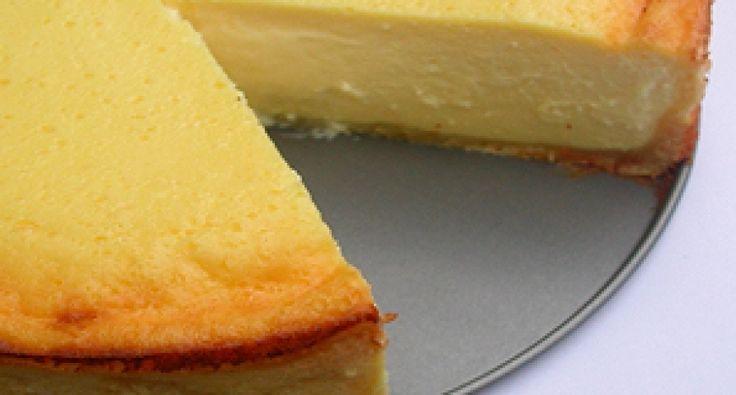 Przepis na pieczony tort serowy II.: Lekkie i puszyste! Najlepszy przepis na tort serowy, jaki kiedykolwiek próbowałem. Z podanego w przepisie kremu możemy nawet zrobić budyń serowy. Wstyd przegapić!