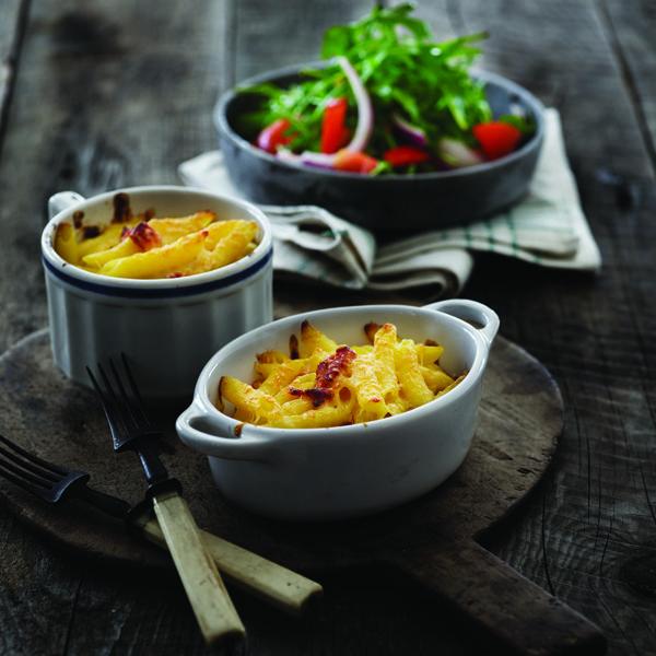 Kombinationen af pancetta og safran giver en dejlig smag og en flot gylden farve. Find flere lækre italienske opskrifter på www.modernemamma.dk.