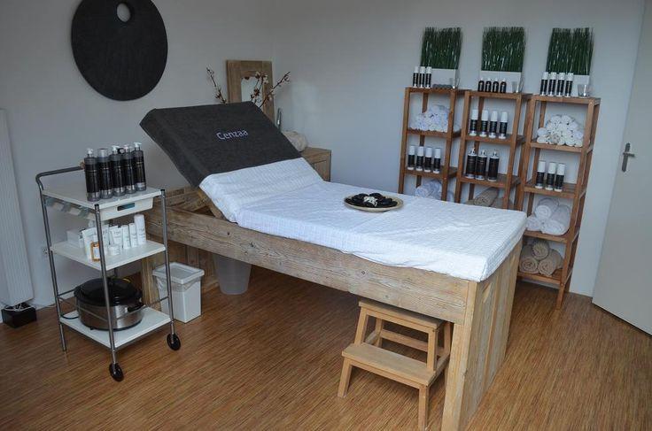 Gordijnrails wand : Massage tafel voor schoonheidssalon van steigerhout met