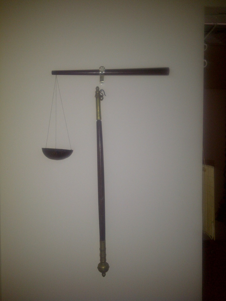 Vellikol is a weighing scale which works on the fulcrum principle. The vertical instrument which has a heavy brass counterweight at one end (the knob) was used for heavier items (vegetables for instance) and the horizontal instrument which has a polished coconut shell was used for measuring medicines