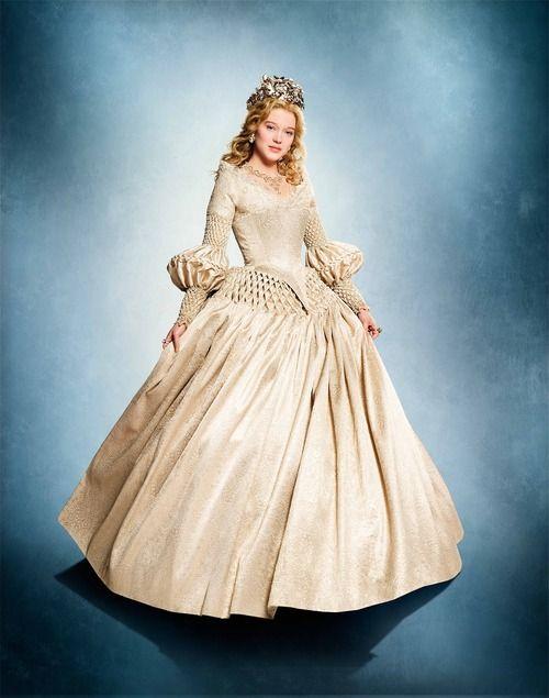 La Belle Et La Bête 2014 Photo: La Belle robe blanche