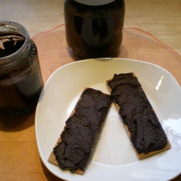 Rezept Schokomus mit Nüssen und Datteln - Nutella von Elbereth - Rezept der Kategorie Saucen/Dips/Brotaufstriche