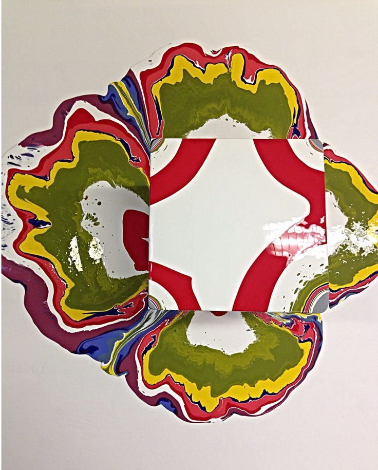 This painting technique is called 'tall painting'. It's where you pour (acryl) paint over a tall object, and then do the same thing again and again with different colors of paint. Inspired by Holton Rower