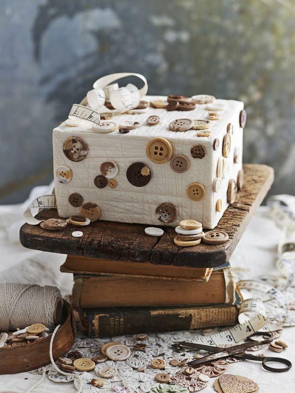james moffatt photography button cake #cake #squarecake